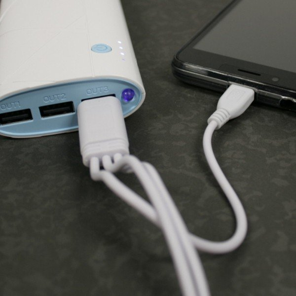 Carregador Portátil Powerbank Low Cost (3 porta USB) 12800mAh
