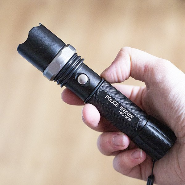 Lanterna Tática LED com Zoom 50000W