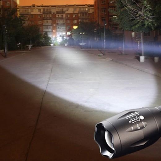 Lanterna Tática LED 2000W