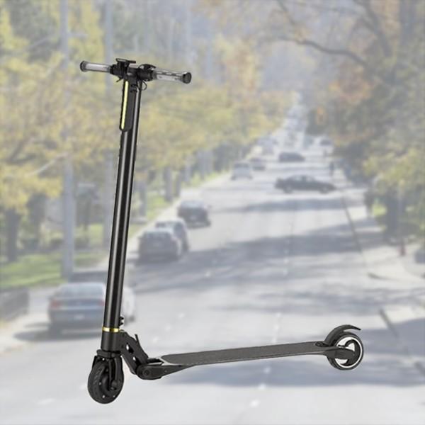 Strooter eléctrico de fibra de carbono