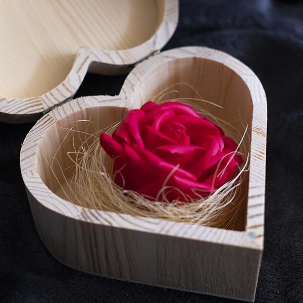 Caixa Coração com Rosa Vermelha