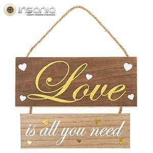 Placa de Madeira Love is all you need