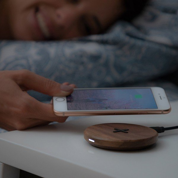 Carregador Wireless de Madeira Walnut